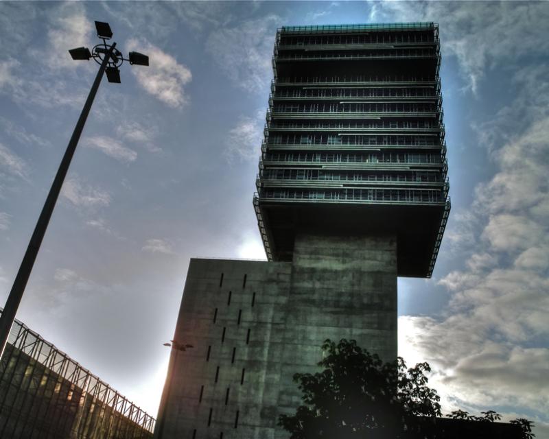 Dorrea ilunean/A tower in the dark