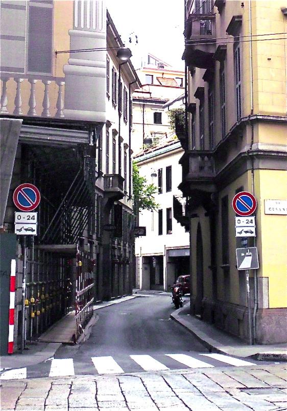 Aparkatzerik ez/Parking not allowed