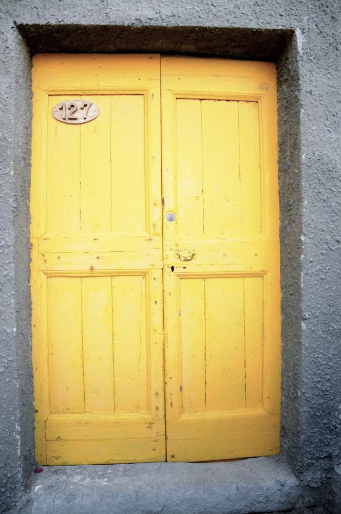 Ate horia/Yellow door