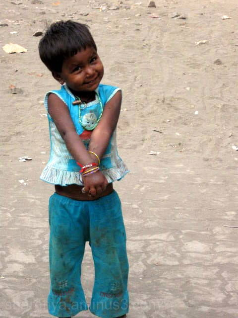 Mumbai roads, smiling kid, poor