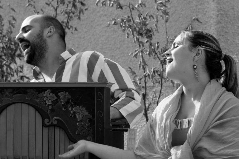 Chanteurs de Rue / Street Singers