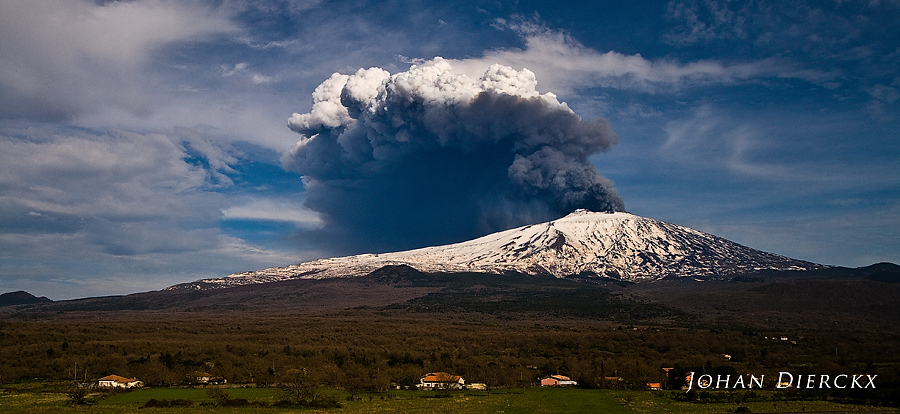 Etna volcano - Eruption 12/04/2012 16:45