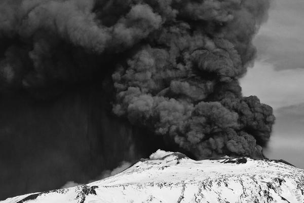 Etna volcano - Eruption 12/04/2012 16:58