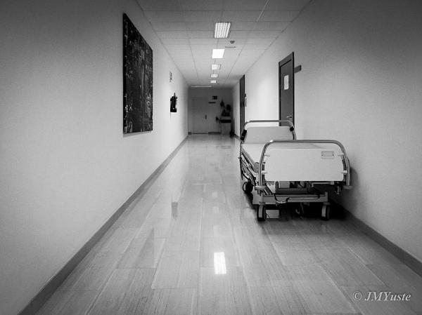 Pasillos de hospital (Hospital corridor)