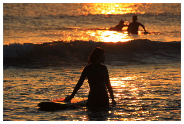 女性サーファー