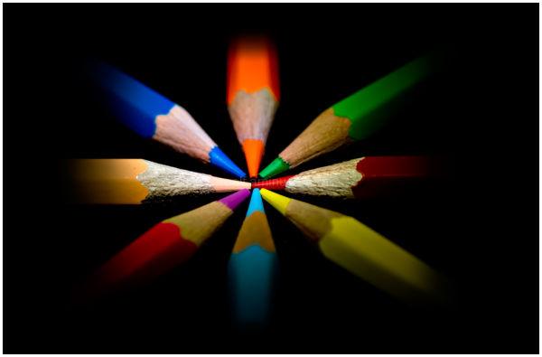 A circle of pencils