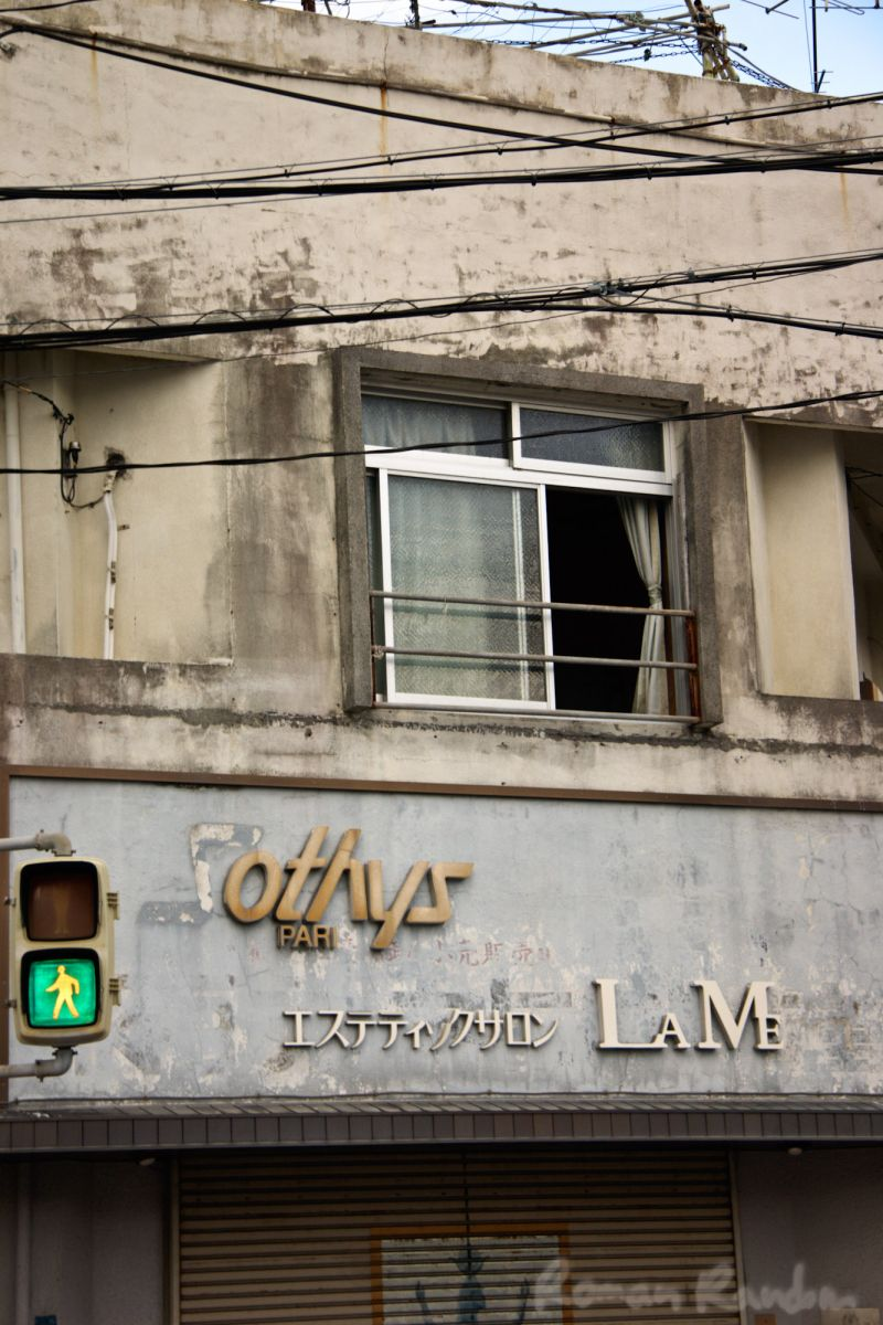 A building in Naha (Okinawa) and a green light