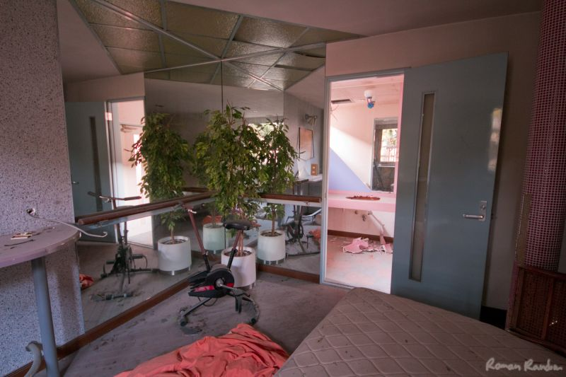 an abandoned love hotel's room