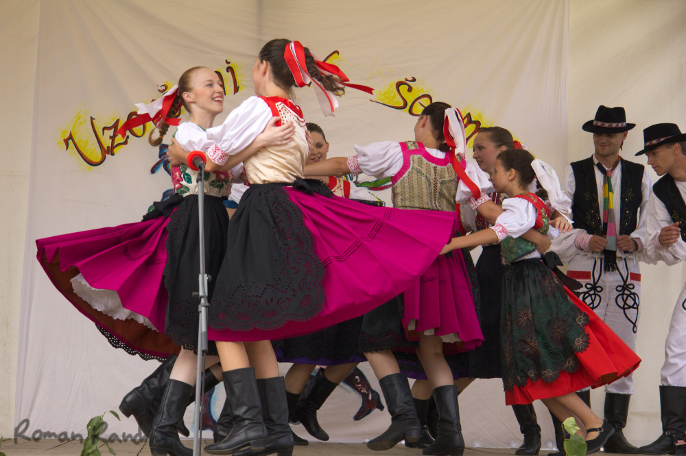 Slovak girls dancing folklore