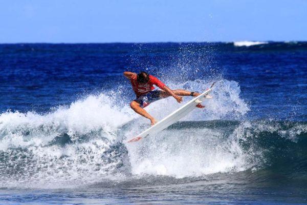petite vague mais grand surfeur !