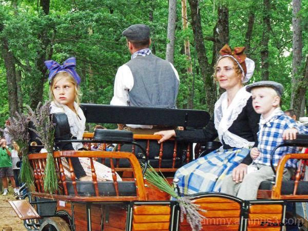 la famille en charrette