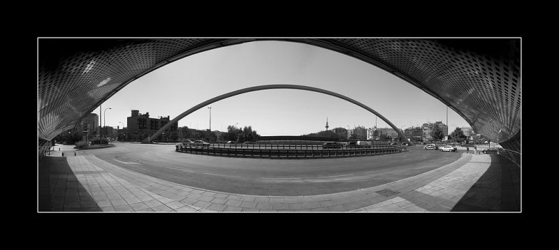 city eye puente bridge ventas madrid bw panoramic