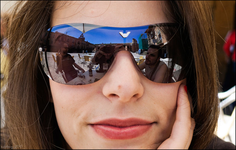 group portrait girl sunglasses reflection