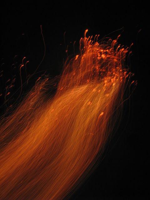بانويي با گيسواني از آتش