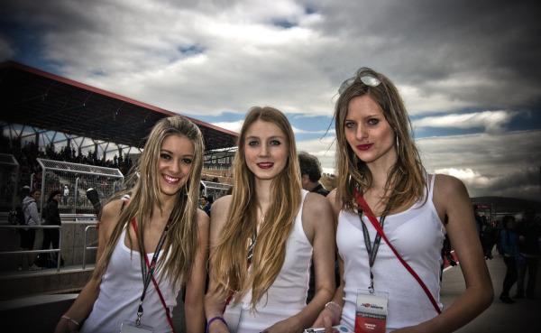 Las chicas del Paddock