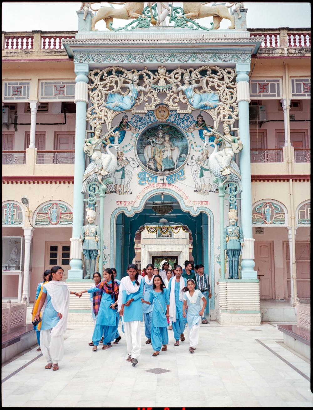school girls in the rani-sati temple