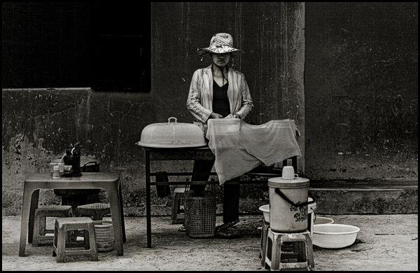a typical vietnamese foodvendor