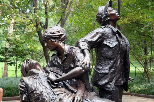 world war medic women statue art