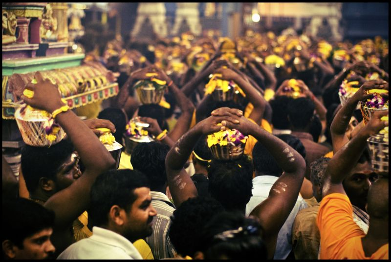 crowd at thaipusam 2010