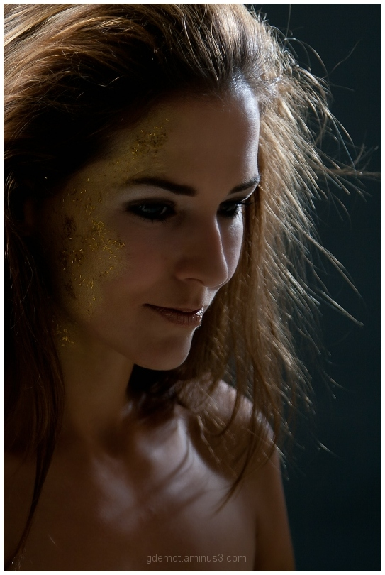Portrait of Joyce with golden make-up