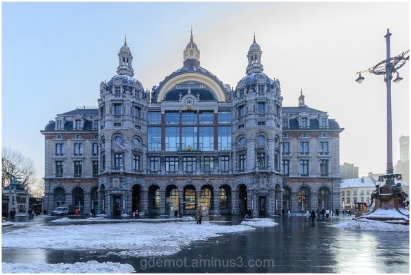 Middenstatie in Antwerp