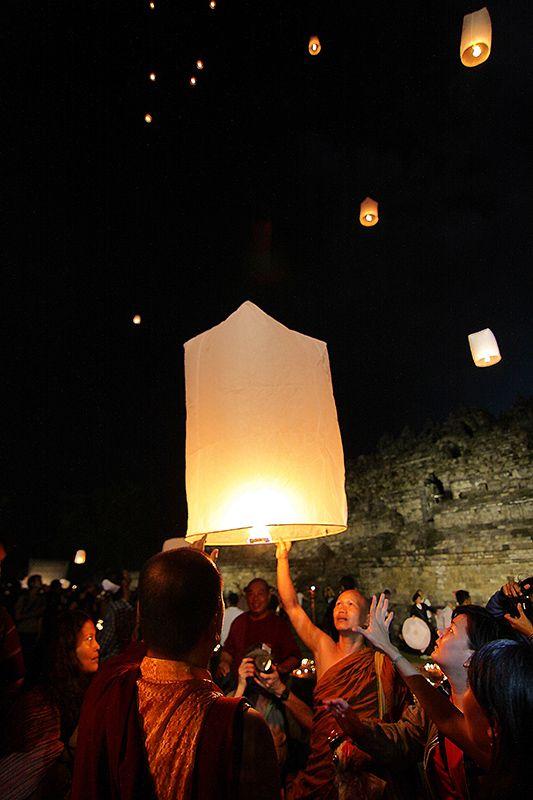waisak, ceremony, Borobudur Temple, lantern
