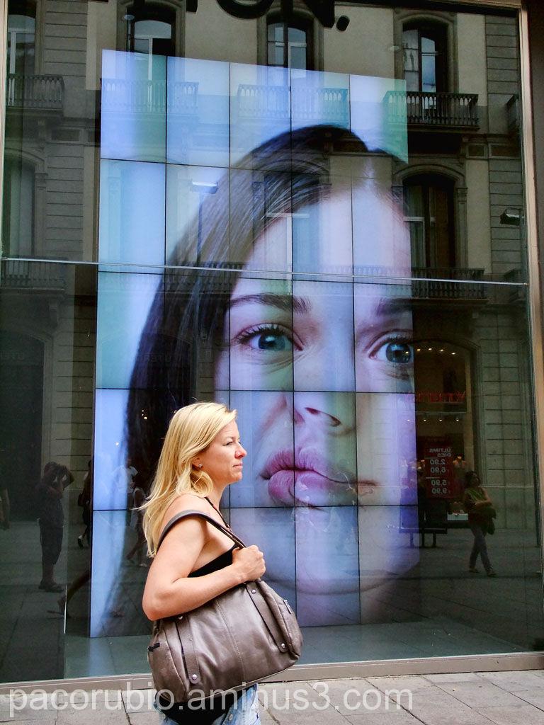 Besos tras el cristal