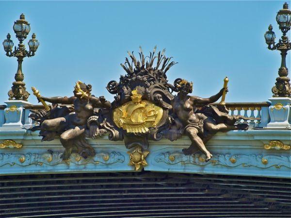 Paris insignia