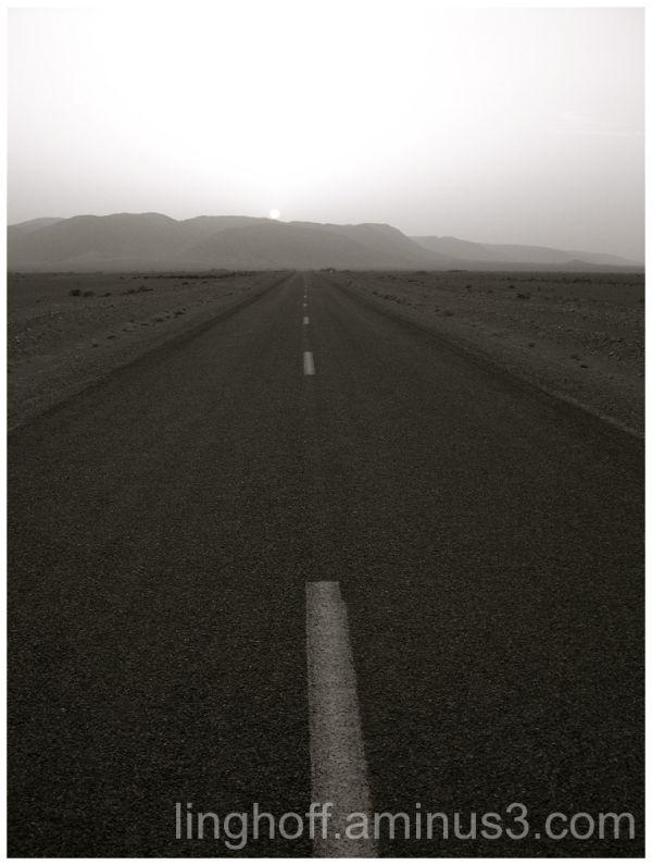 Atlas mountains bergen road väg ensamt morocco