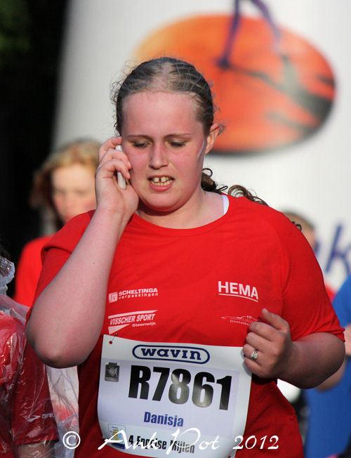marathonrunner making phonecall
