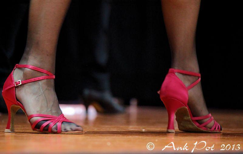 feet dancing salsa