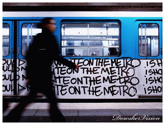 """metro paris""""should not write on the metro"""" tag"""