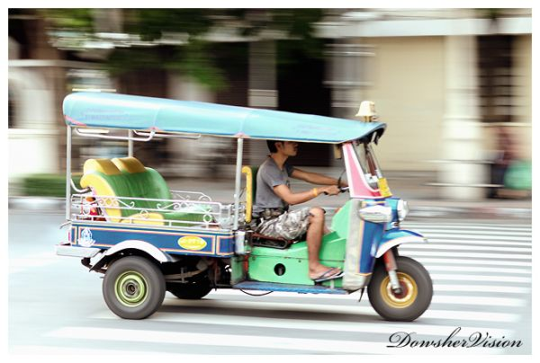 Taxi !!! Hmm ... Tuk Tuk !!! Hmm ... Please !!!