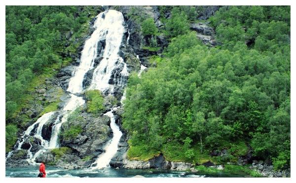 شکوه آبشار