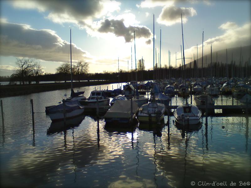 Fin de journée sur le port en hiver