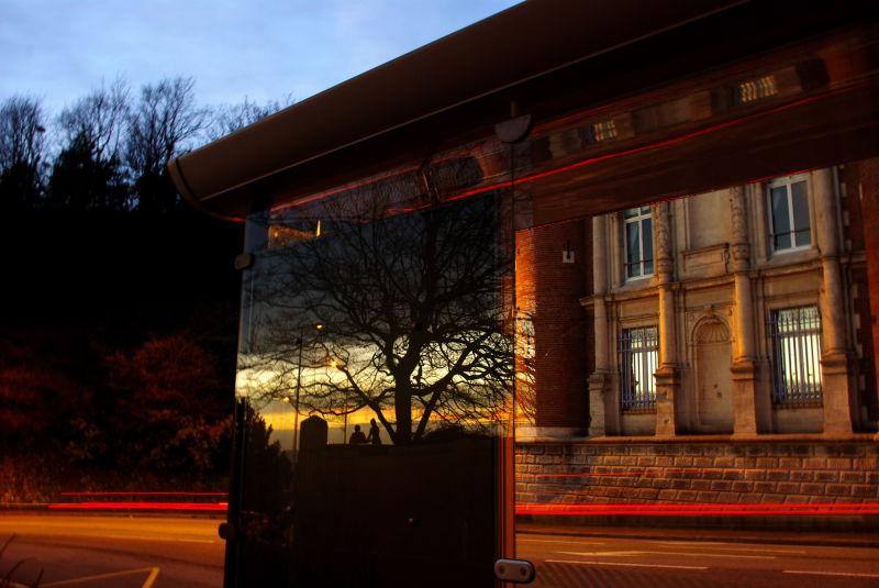 Un soir, reflexion sur un abribus