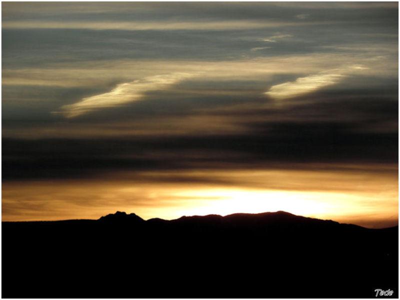 Coucher de soleil sur les montagnes d'Ardèche