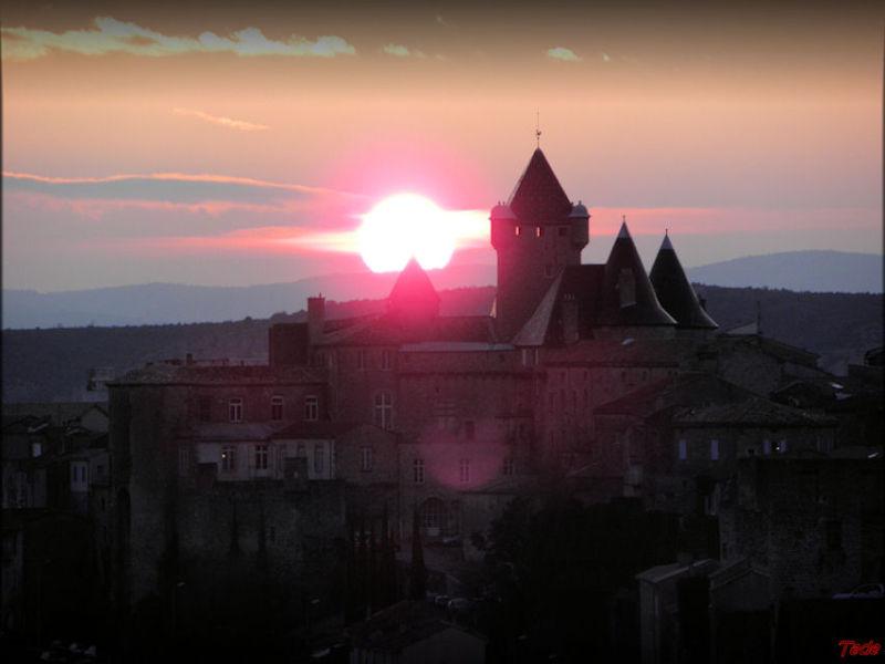 Le château d'Aubenas à l'aube