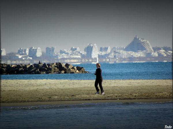 La joggeuse et la plage