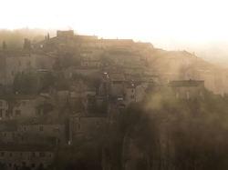 Village  perdu  dans  un  rêve  de  brume...