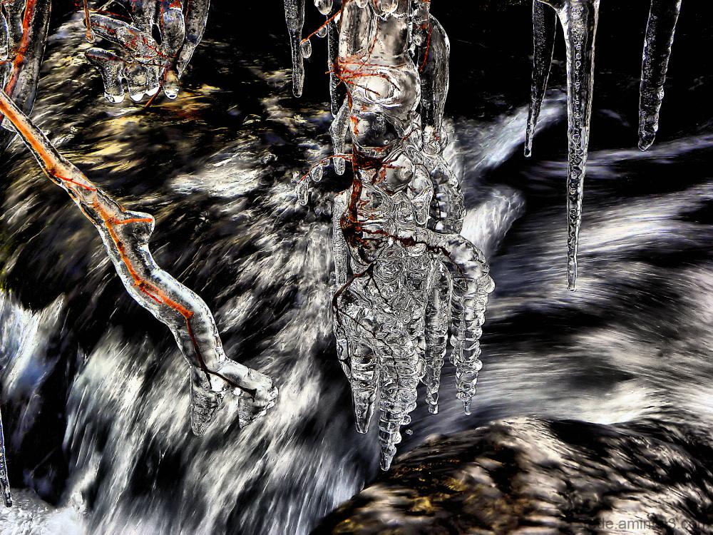Glace en stalactites