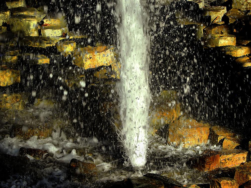 Source jallissante de Vals-les-Bains (Ardèche)