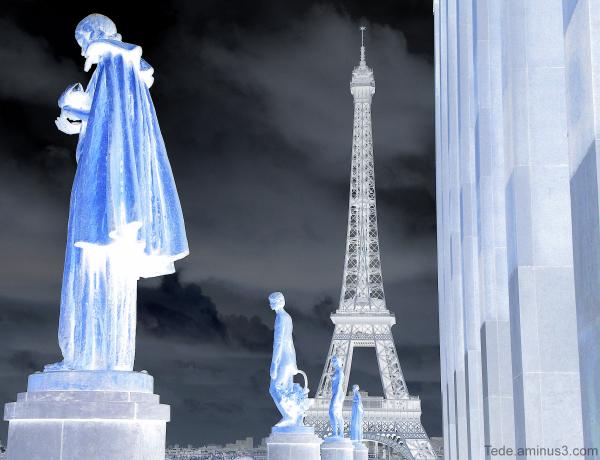Tour Eiffel en négatif