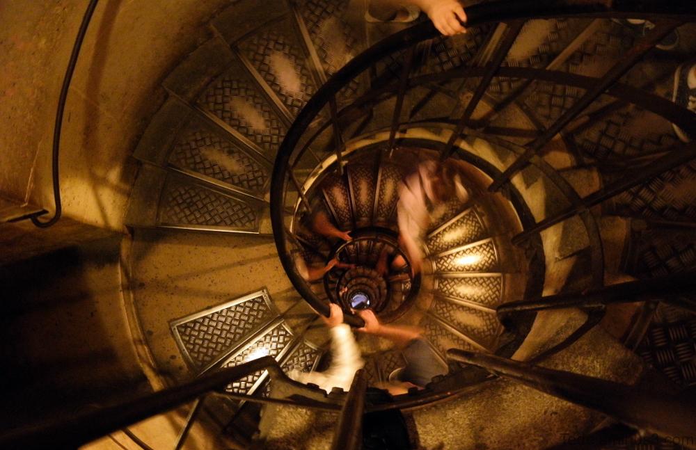 Escalier Arc de Triomphe Paris