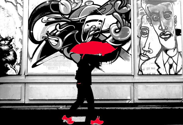 Passante et graffiti