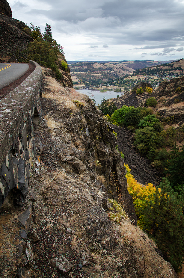 View overlooking Columbia River Gorge in Oregon