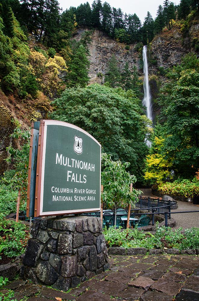 Multnomah Falls in the autumn rain in the Gorge
