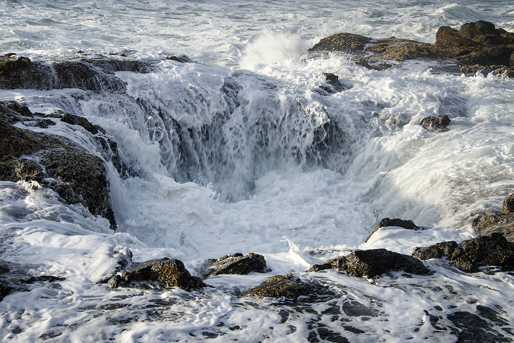 Water churning inside and around Thor's Well