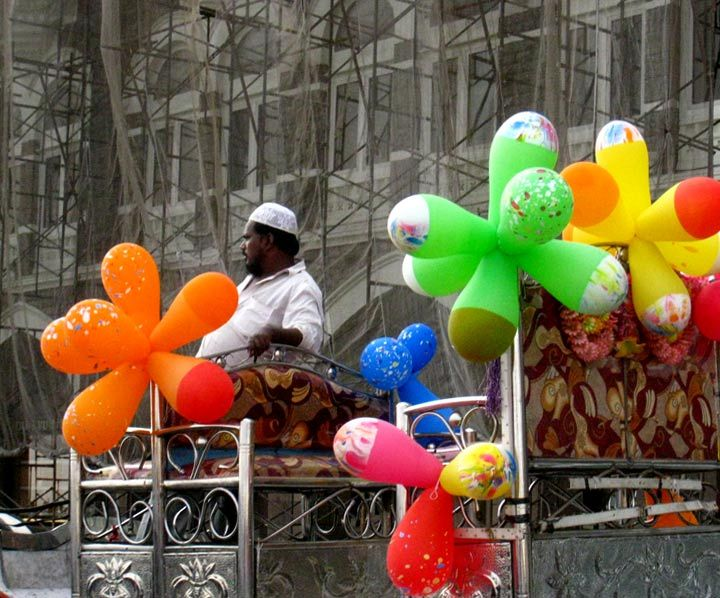 colored transport in Mumbay
