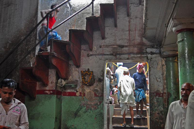 escalier dans le marché aux fleurs